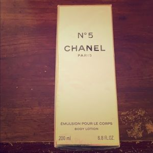 No.5 CHANEL Paris body lotion
